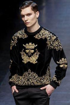 strasznie mi się podoba ta bluza! idealne zestawienie kolorystyczne (czerń + złoto) - nawet byśmy nie musieli żadnych dodatków robić... Zara i HM mają czasem podobne rzeczy :)
