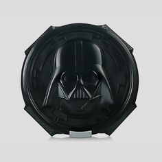 This cool Star Wars Darth Vader Lunch Box features a moulded image of Vader on the front and is made from dishwasher safe plastic. Star Wars Lampe, Star Wars Lunch Box, Best Running Headphones, Star Wars Darth Vader, Small Fan, Best Wallet, The Force Is Strong, Star Wars Gifts, The Hobbit