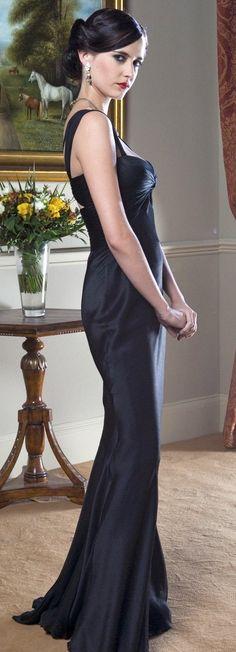 James Bond Girl - Eva Green (wearing a Versace dress) as Vesper Lynd - Casino Royale Eva Green Casino Royale, 007 Casino Royale, Casino Royale Dress, Costume Daniel Craig, James Bond Girls, Eva Green James Bond, James Bond Party, Belle Silhouette, Black Mermaid
