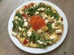 Lean in Greek feta omelette with smoked salmon and rocket from Joe Wicks aka The Body Coach - Healthista Bodycoach Recipes, Joe Wicks Recipes, Healthy Eating Recipes, Healthy Cooking, Healthy Eats, Joe Wicks Lean In 15, Lean Meals, Healthy Food To Lose Weight, Cooking