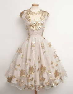 Luxurious Knee-Length Homecoming Dresses,Light Champagne Lace Homecoming Dresses with Gold Leaves