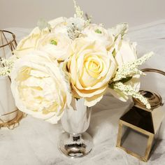 A perfect rose and ranunculus  centerpiece for your wedding!!
