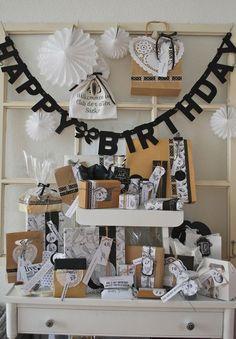 Meine Freundin feiert heute ihren 40. Geburtstag. Zu diesem besonderen Anlass habe ich mir ein spezielles Geschenk überlegt: Sie bekommt 40 Geschenke zu ihrem 40sten.Die Geschenke sind unterteilt in v