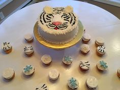 Snow tiger Cake and cupcakes