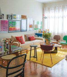 Para um ambiente colorido, você não precisa, necessariamente de paredes coloridas: Invista em uma decor colorida e cheia de detalhes!