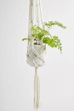 Slide View: 4: Kleiner Makramee-Blumentopf zum Aufhängen mit Knotendesigns Urban Outfitters, Pots, Mini, Plant Hanger, Design, Home Decor, Woven Cotton, Fabrics, Knot