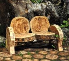 good use for fallen trees - the quality of the photo is not good - but the idea!