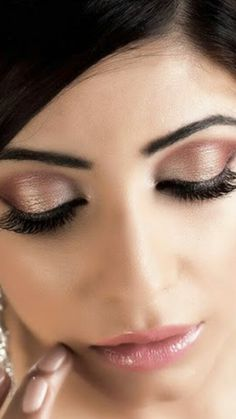 Makeup for wedding. Gold shadow shine for eyes.