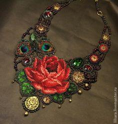 Викторианская роза.. В целом к викторианскому стилю одежды применимо распространенное в те годы понятие «боязнь пустоты». Наряд состоит из множества элементов, кажется, будто это нагромождение должно выглядеть нелепо, однако это не так.