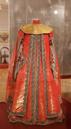 1903 costume ball in the Winter Palace, St. Petersburg, Russia. A boyarynya (a noble woman in ancient Russia) fancy dress on the fashion of the 17th century. The costume belonged to Grand Duchess Maria Pavlovna (senior). #Russian #history #Romanov