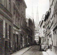 1882 Berlin - Parochialstraße (Foto: F. Albert Schwartz) This is too narrow to be Parochialstrasse, so must be looking to that street. Jeff