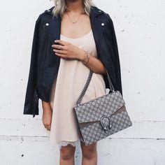 Un beau p'tit look qui nous donne encore plus hâte au printemps!  #lookdujour #ldj #streetstyle #leatherjacket #dress #spring #style #outfitideas #outfitinspo #inspiration #streetstyle #regram  @blondebazzar