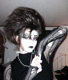 The light seems bright and glares on white walls Vintage Goth, Victorian Goth, 80s Goth, Punk Goth, Dark Fashion, Gothic Fashion, Goth Look, Goth Style, Goth Subculture