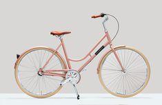 Aus der Fahrrad-Metropole Amsterdam kommtVelorettimit einem feinen Sortiment an gut aussehendenUrban Bikes. Dass die elegantenStadträder sogarrelativ günstig sind, liegt unter anderem amreinen Online-Vertrieb. Das Ziel von Veloretti istklar umrissen: Man willpuristisch-eleganteUrban Bikesmit einfacher und wartungsarmer Technik zueinem günstigen Preis anbieten. … Weiterlesen