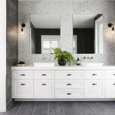 10 Luxe Hamptons Style Bathrooms You Will Love Modern Bathroom Design, Bathroom Interior Design, Home Interior, Bathroom Designs, Modern Design, Hampton Style Bathrooms, Large Bathrooms, Modern Bathrooms, Master Bathrooms