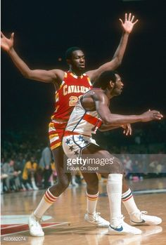 News Photo : Jim Chones of the Cleveland Cavaliers battles for...