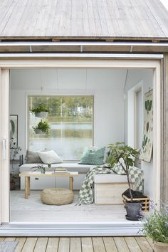 Sometimes 25 sqm could be more than enough for a little paradise. This wonderful little summer cottage is located right by the lake somewhere in the midst ✌Pufikhomes - source of home inspiration Tiny Living Rooms, Small Living, Living Room Designs, Summer House Interiors, Home Greenhouse, House Inside, Tiny Spaces, Tiny House Design, Home Decor Inspiration