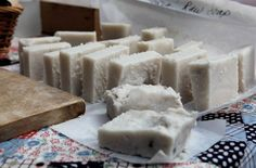 Raw Lye Soap - Re-education on the use of lye for soap making! Lye Soap, Savon Soap, My Old Kentucky Home, Soap Bubbles, Best Blogs, Soap Making, Cleaning Hacks, Feta, Natural Remedies