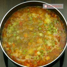 Ciorbă de văcuță cu legume- toți ai casei vor mai cere o porție! - savuros.info Romanian Food, Cheeseburger Chowder, Soup, Soups