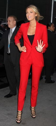 red power suit on Blake Lively | Skirt the Ceiling | skirttheceiling.com