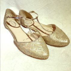 Gold Sequin T-Strap Ballet Flats   Size US 9 Adorable t-strap ballet flats with classy matte gold sequins. European size 7/40 but fit like a US 9. New with tags. Perfect dressed up for an outdoor wedding or paired with skinny jeans! début Shoes Flats & Loafers