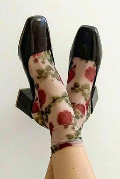 Sock Shoes, Cute Shoes, Me Too Shoes, Fashion Shoes, Fashion Outfits, Womens Fashion, High Fashion, Mode Harajuku, Diy Vetement