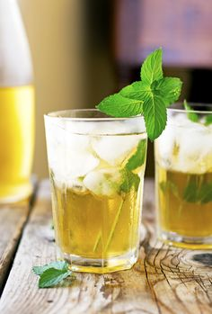 Apple-Mint Iced Tea // 51 cal F C P // green tea mint leaves sugar lemon apple juice Green Tea Recipes, Iced Tea Recipes, Drinks Alcohol Recipes, Apple Recipes, Vegan Recipes, Alcoholic Desserts, Cocktail Recipes, Yummy Recipes, Tea Cocktails