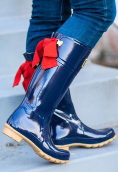 The cutest rain boots of all time! The Joules Evedon rain boots with a bow are the perfect Christmas gift idea! #rightasrain /joulesclothing/