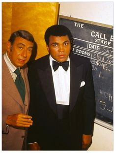 Muhammad Ali is photographed with Howard Cosell Muhammad Ali Boxing, Muhammad Ali Quotes, Heart Of A Lion, Boxing History, Sting Like A Bee, Float Like A Butterfly, Sport Icon, Sports Figures, Historical Photos
