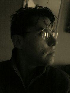 Lentes redondos.. saliendo de la tipica moda fea de los lentes cuadrados...