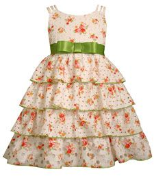 Easter dress- I like the idea of the ribbon and bow instead of buttons on bodice for the other dress pattern Cute Girl Outfits, Cute Outfits For Kids, Girly Outfits, Little Girl Dresses, Girls Dresses, Flower Girl Dresses, Baby Dresses, Miniature Bride Dress, Sewing Kids Clothes
