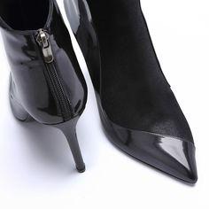 #Magrit CITY TIME Cuero,ante y piel exótica. Tres tonos de negro. Calidad en diseño, materiales y fabricación. MAGRIT 100% #MadeinSpain ----------------------------------------------------------------- #Magrit CITY TIME Leather, suede and exotic leather. Three tones of black. Quality and desing,materials and workmanship. MAGRIT 100%#MadeinSpain ------------------------------------- #Magrit CITY TIME Leather, suede and exotic leather. LINK WEB: http://www.magrit.es/es-ES/valeria-negro2-440