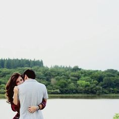 this would be such a cute engagement picture.