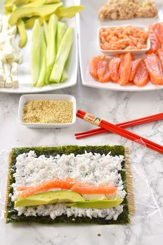 Homemade sushi - uramaki and futomaki - Sushi is a dish based on acidulated rice, fish, nori seaweed and vegetables typical of Japanese cui - Sushi Recipes, Asian Recipes, Snack Recipes, Cooking Recipes, Healthy Recipes, Ethnic Recipes, Hamburgers, Sushi Co, How To Make Sushi