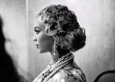 Beyonce shows brides how it's done with her take on a Great Gatsby inspired headdress. Beyonce 2013, Beyonce And Jay Z, Beyonce Beyonce, Roaring 20s Wedding, Great Gatsby Wedding, Mrs Carter, Glamour, Hair Inspiration, Wedding Inspiration