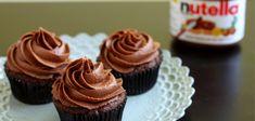 Cupcake alla nutella INGREDIENTI per circa 12 cupcakes      o 50g di cioccolato fondente     o 30g di nutella     o 100g di farina     o 60g di fecola di patate     o 2 uova     o 20ml di olio di semi     o 90g di burro     o 20g di cacao amaro in polvere     o 120g di zucchero     o 100ml di latte     o 1 bustina di lievito per dolci     o 1 bustina di vanillina
