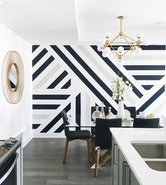 Monochrome Wall with Geometric Lines Bedroom Wall Designs, Bedroom Decor, Geometric Wall Paint, Geometric Wallpaper, Geometric Lines, Room Wall Painting, Creative Wall Painting, House Rooms, Home Interior Design