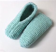 Pantoufles petite douceur Plus Crochet Sock Pattern Free, Crochet Pillow Patterns Free, Crochet Lace Edging, Granny Square Crochet Pattern, Knitting Patterns Free, Knitting Ideas, Free Pattern, Loom Knitting, Knitting Socks