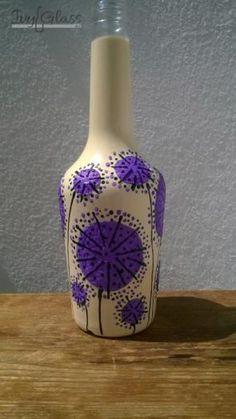 Ręcznie malowana szklana butelka - Fioletowe kwiaty
