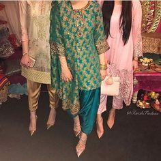 WEBSTA @ pakistanstreetstyle - from ❤❤❤ Pakistani Couture, Pakistani Dresses, Pakistan Street Style, Punjabi Suits, Desi, Kimono Top, Elegant, Pretty, Instagram Posts