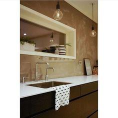 Mano Sera - Kvik's absolute high-end solution  here at @iselinbrathaug in Norway #kvik #manoserabykvik #surpricinglylowprice #kitchen #norway #manomeanshand #mano #kjøkken #kök #keuken #keittiö #coolkitchen #whitetabletop #followus