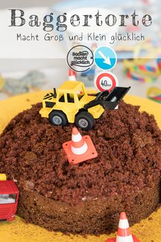 A delicious, simple mole cake quickly becomes a special excavator cake that is perfect for children& birthdays. Little boys (and girls) love this site birthday cake. Cupcakes, Cupcake Cakes, Excavator Cake, Cake Simple, Cake Blog, Baking With Kids, Homemade Baby Foods, Creative Cakes, Light Recipes