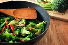 12 + 1 retete cu Broccoli 30 Minute Meals, Celery, Broccoli, Vegetables, Food, Essen, Vegetable Recipes, Meals, Yemek