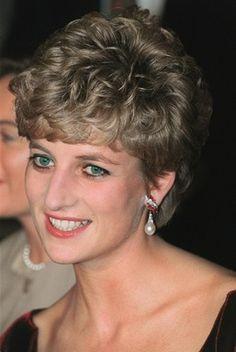 廃刊の英紙、「ダイアナ元妃から王室電話帳の提供受けた」 写真1枚 国際ニュース:AFPBB News
