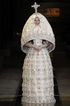 http://www.vogue.com/fashion-shows/spring-2017-couture/guo-pei/slideshow/collection