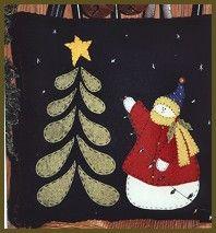 Felt Christmas pillow - such a cute snowman! Christmas Applique, Felt Christmas Ornaments, Christmas Sewing, Noel Christmas, Christmas Crafts, Xmas, Penny Rug Patterns, Wool Applique Patterns, Felt Applique