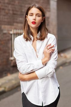 Classic: white shirt and red lipstick.