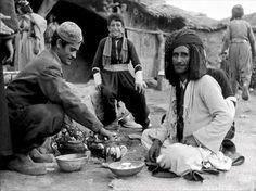 Marketplace in Sulaimaniyah, northern Iraq, 1921. سوق في السليمانية 1921 مع أطيب شاي على الفحم