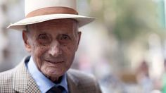 On the Street….Viale Piave, Milan « The Sartorialist Mature Mens Fashion, Old Man Fashion, Preppy Mens Fashion, Gents Fashion, Fashion Guide, Male Fashion, Gentlemen Wear, Alzheimer, Dapper Gentleman