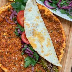 Döner, Köfte & Co: The best recipes from Turkish cuisine - International Food Turkish Kitchen, Turkish Recipes, Mets, International Recipes, Soul Food, Baby Food Recipes, Street Food, Food Inspiration, Carne